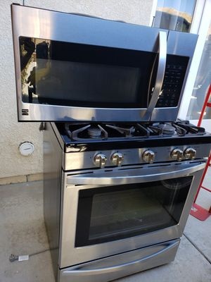 Kenmore stove and microwave for Sale in Palmdale, CA