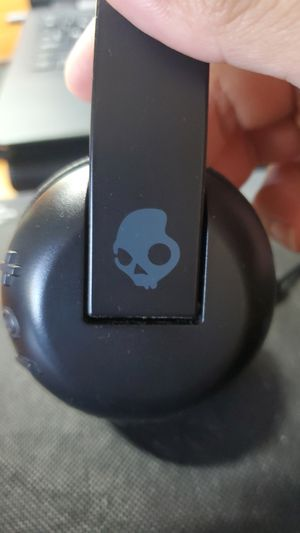 Skullcandy bluetooth headphone for Sale in San Diego, CA