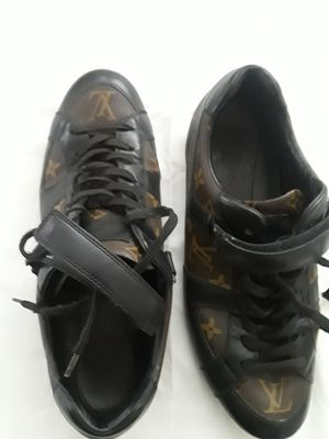 Louis Vuitton canvas sneakers Sz 8.5 for Sale in Brooklyn, NY