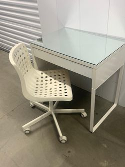 Desk+ Chair for Sale in National City,  CA
