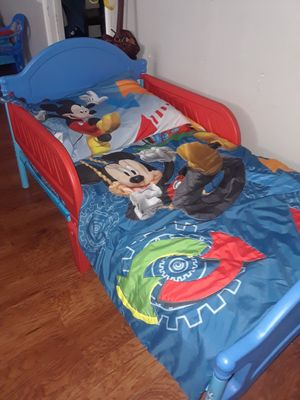 toddler bed with Mickey mouse comfort set for Sale in Magna, UT