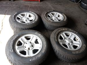 4 wheels end tires jeep ROUGH COUNTRY 5 lug rin 16 for Sale in Mableton, GA