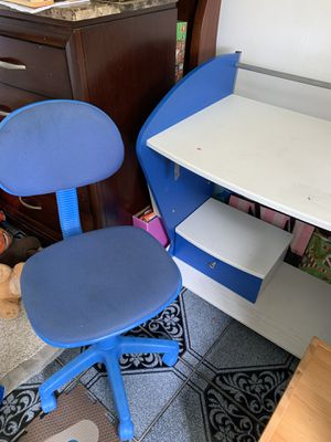 Kids desk and chair for Sale in Bulverde, TX