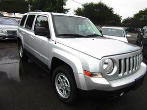 Jeep Patriot 2014 4-door SUV for Sale in Los Angeles, CA