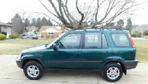 PRICE $6OO Works Clean 2001 Honda CRV for Sale in Columbus, OH
