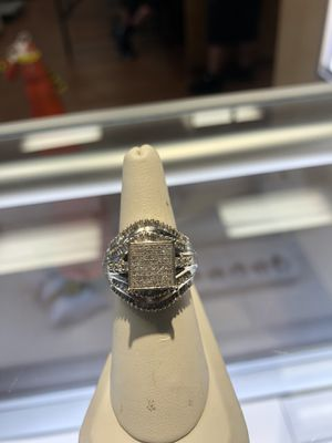10K DIAMOND RING 9.6GRAMS ($70 TO PUT ON LAYAWAY) ASK FOR KEEKEE for Sale in Charlotte, NC