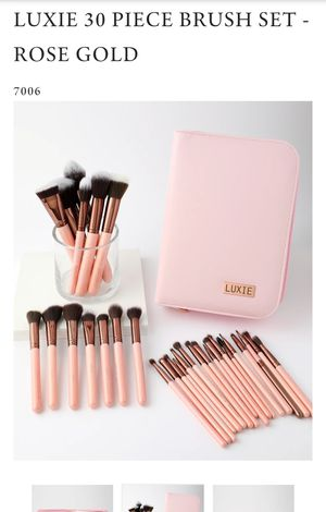 Luxie rose gold 30 piece brush set for Sale in Zephyrhills, FL