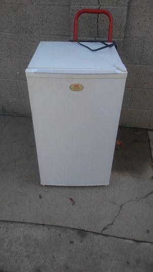 Mini fridge $25 for Sale in Commerce, CA