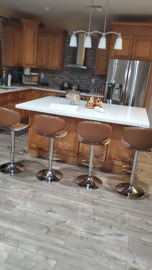 4 stools chairs good condition high adjustable for Sale in Hesperia, CA