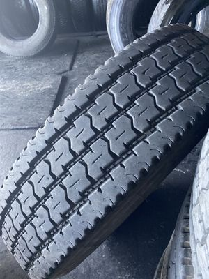High Tread 295/75r22.5 11r22.5 Used Good Quality for Sale in Los Angeles, CA