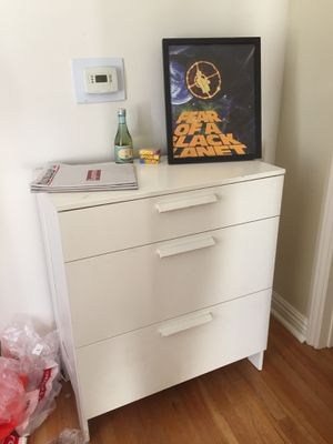 White dresser good condition for Sale in San Diego, CA