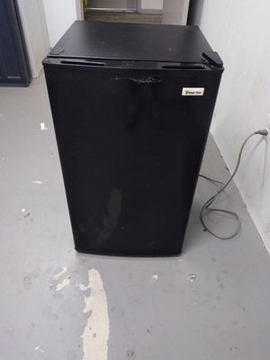 Magic chef 4.4 cuft mini fridge with freezer for Sale in Vestal, NY