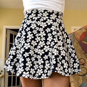 H&M flower skirt size XS for Sale in Southborough, MA