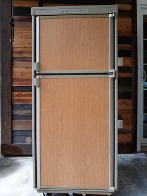 RV Refrigerator / Dometic for Sale in Brandon, FL