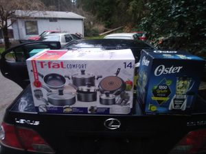 Oyster blender and T-fal 14 piece pot and pan set for Sale in Duvall, WA
