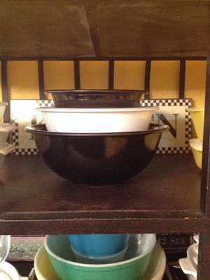 Vintage clear bottom Pyrex bowls for Sale in Richmond, TX