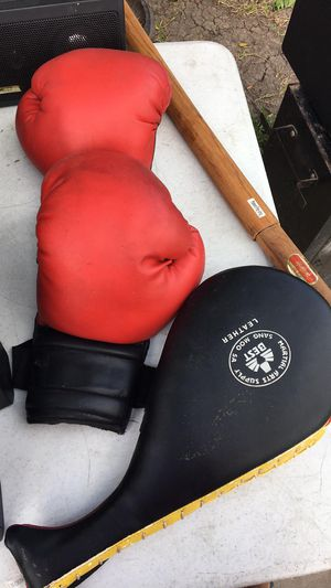 Boxing gloves with sparring for Sale in Brownsville, TX