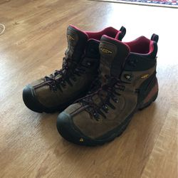Keen 9.5 Aluminum Toe Work Boots for Sale in Battle Ground,  WA