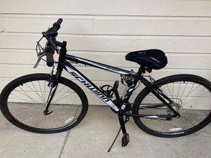 Schwinn Pathway Multi-Use Bike, 18-speed, 700c wheels with free accessories. for Sale in Irving, TX