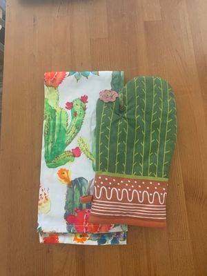 Cactus mitten and kitchen towel. for Sale in Burbank, CA