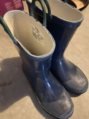 Size 3 navy rain boots for Sale in Snoqualmie, WA