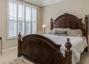 California king mattress and box spring (headboard not included) for Sale in Phoenix, AZ