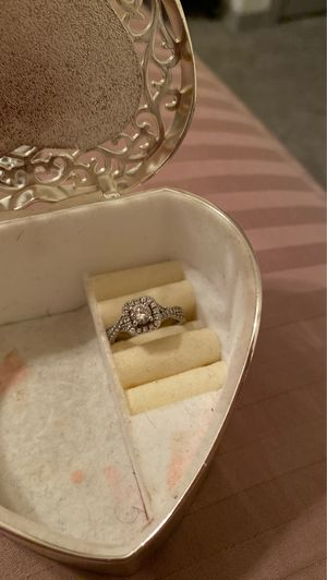 Vera Wang Engagement ring size 7 for Sale in Hurst, TX