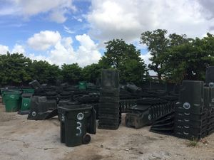 Used 40gallons plastic totes for Sale in undefined
