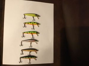 6 different color 3in walleye crainkbait fishing lures for Sale in Columbiaville, MI