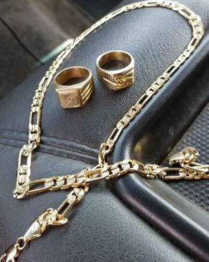 18k gold chain and 2 18k gold rings mens for Sale in Wichita, KS