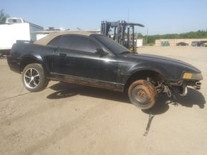 2001 FORD MUSTANG CONVERTIBLE FOR PARTS for Sale in Dallas, TX