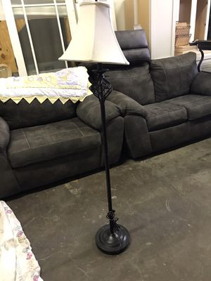 5 ft floor lamp for Sale in Cleveland, OH