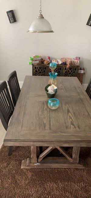 Breakfast table with 4 chairs one has a broke piece on back of one chair for Sale in Jonesboro, GA