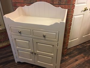 Broyhill Changing Table Cabinet for Sale in Plano, TX
