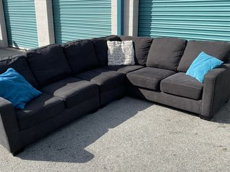 Free Delivery 🚚 Beautiful Charcoal Gray Sectional Couch for Sale in Ontario,  CA