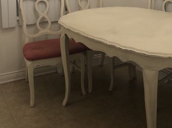 Shabby Chic Table And Chairs for Sale in Santa Monica,  CA