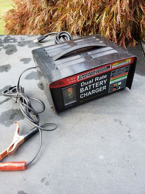 Manual battery charger for Sale in Federal Way, WA