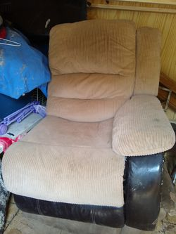 Like. New. Recliner for Sale in Grantsville,  WV