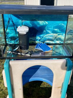 29 Gallon Fish Tank With Lid/light for Sale in Tacoma,  WA