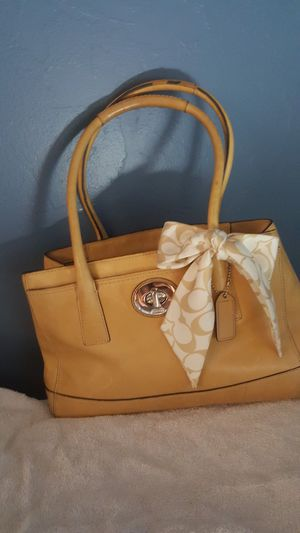 Coach leather bag for Sale in Orlando, FL