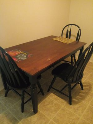 Kitchen table with 3 chairs for Sale in Hazelwood, MO