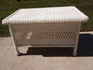 Outdoor Resin Trunk/Coffee table for Sale in Largo, FL