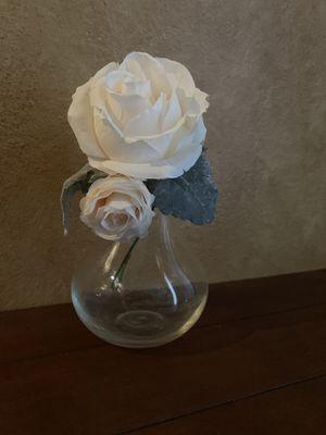 White flower in glass vase for Sale in Orlando, FL