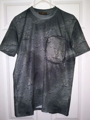 Lv t-shirt size large for Sale in New York, NY