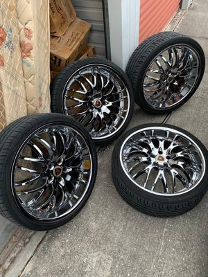 22 inch Chrome Rims for Sale in Clearwater, FL