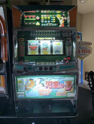 Slot Machine - works great-has keys and tokens for Sale in Rockwall, TX