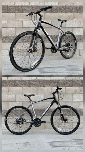 Giant Roam 3 Disc Hybrid Road Bike (X-Large, 24 Speeds) Trek Fuji Specialized for Sale in Paramount, CA
