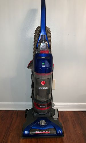 Hoover wind tunnel rewind pet vacuum for Sale in Columbus, OH