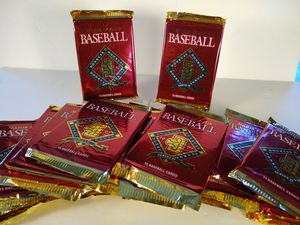Baseball Cards - 20 Packs of 1992 Donruss for Sale in Merrick, NY