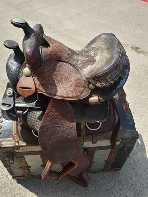 3 vintage horse saddles for Sale in Haltom City, TX